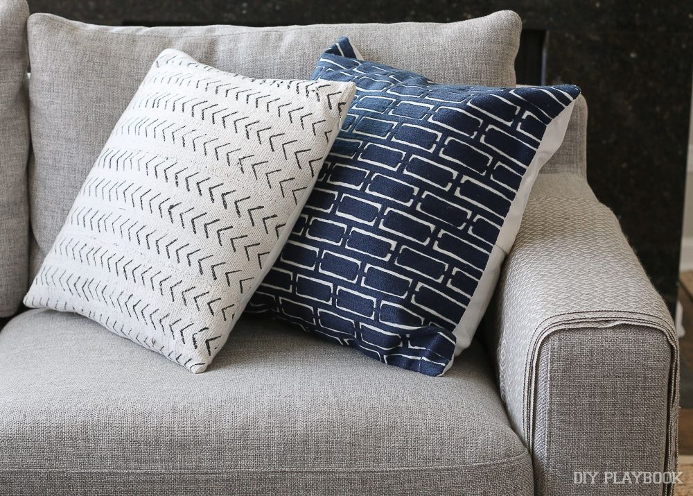 How To Choose Throw Pillows For A Gray Couch The Diy Playbook Grey Sectional Couch Couch Pillows Grey Throw Pillows