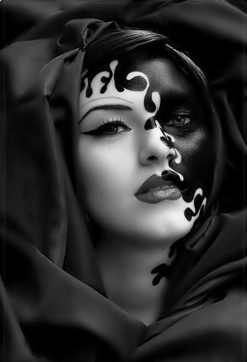 Maquillage artistique noir et blanc, effet yin et yang