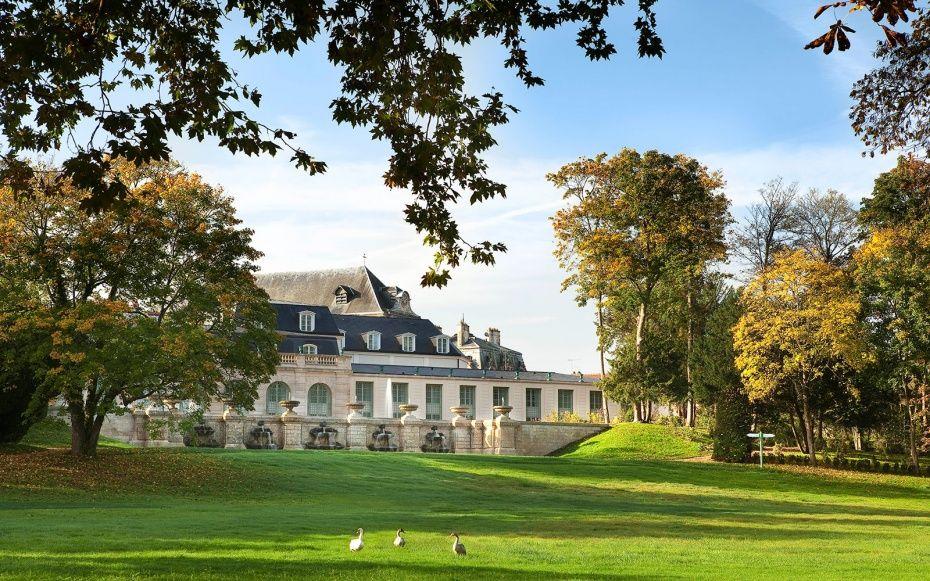 Nine New French Countryside Retreats to Live Out Your Provençal Dream Life: Hotel Auberge de Jeu de Paume, Chantilly
