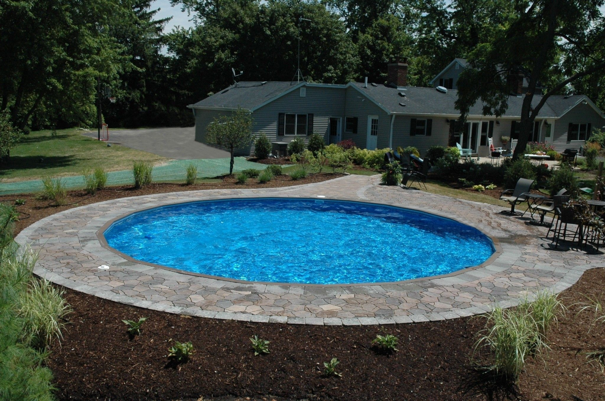 Gorgeous 30 A Round Swimming Pool With A Fountain Httpskindofdecorcomindexphp2018071930 A Round Swimming Pool