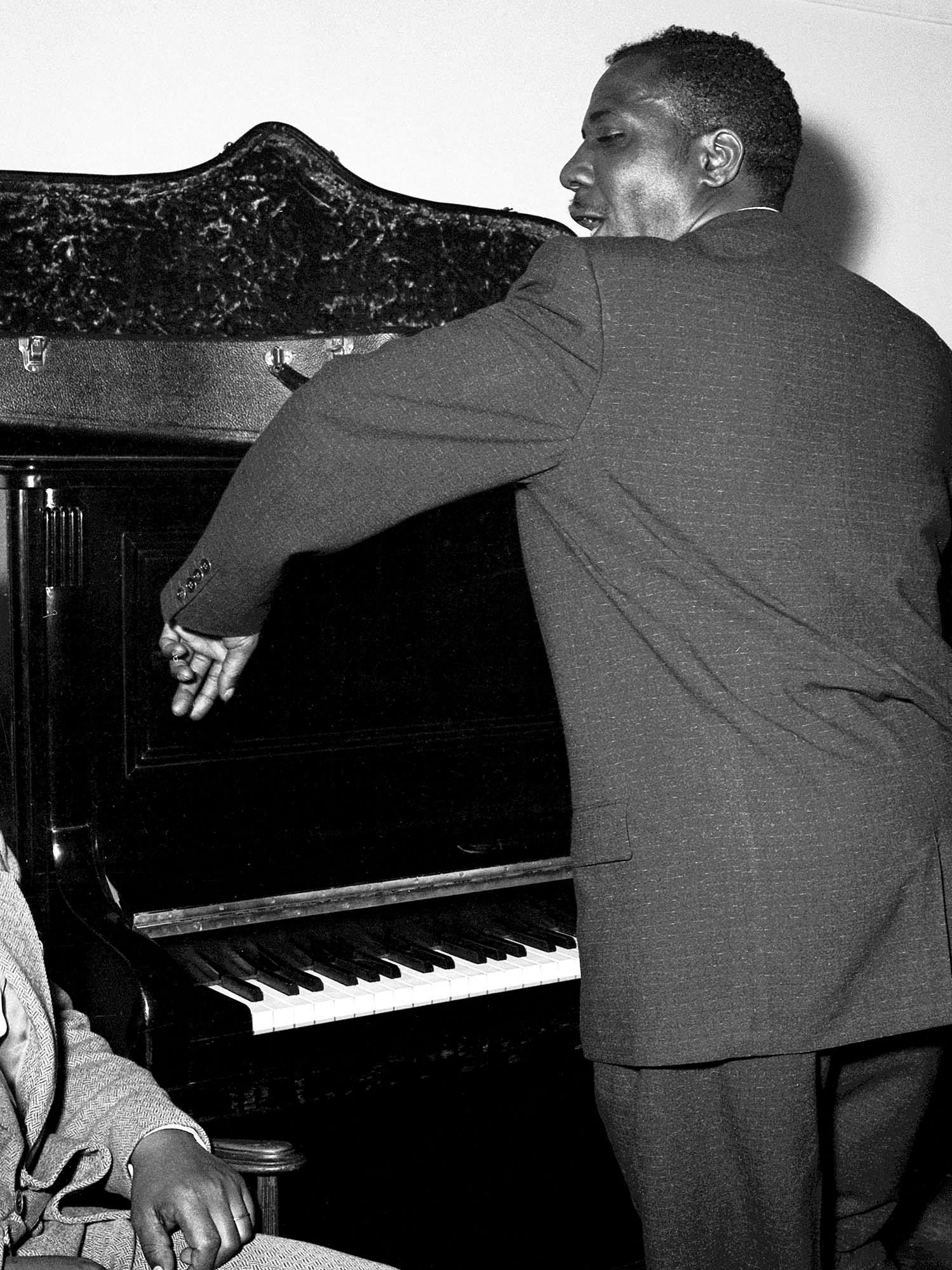 Thelonious Monk in Paris early fifties by Marcel Fleiss 4