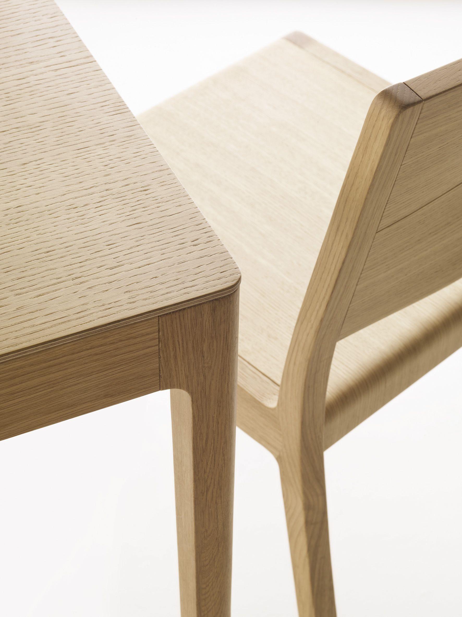 Colecci n de sillas taburetes y mesas modelo esse de for Modelos de oficinas
