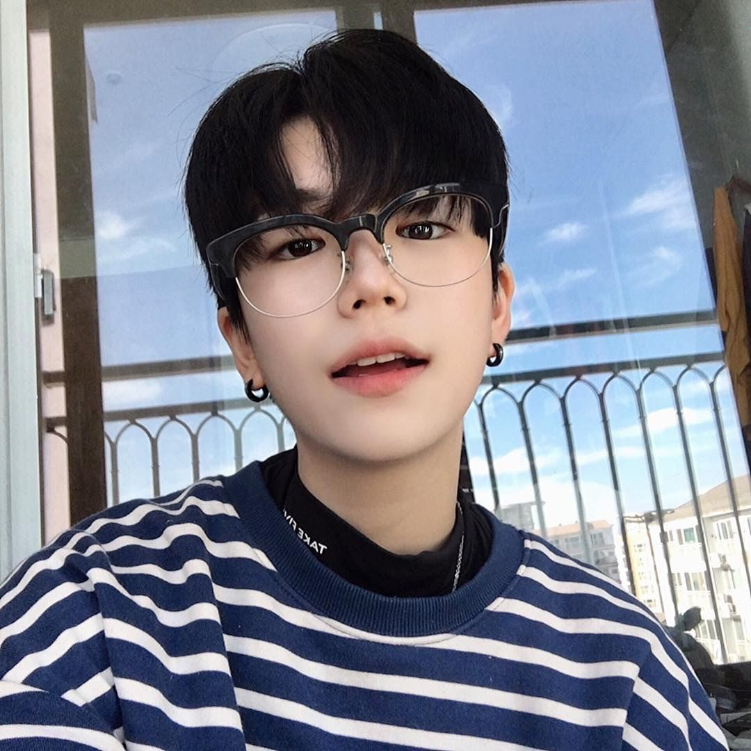 Rich Kids Bts X Male Reader Boys Glasses Ulzzang Boy Korean Boys Ulzzang See a recent post on tumblr from @fluffysite about korean soft aesthetic. ulzzang boy korean boys ulzzang