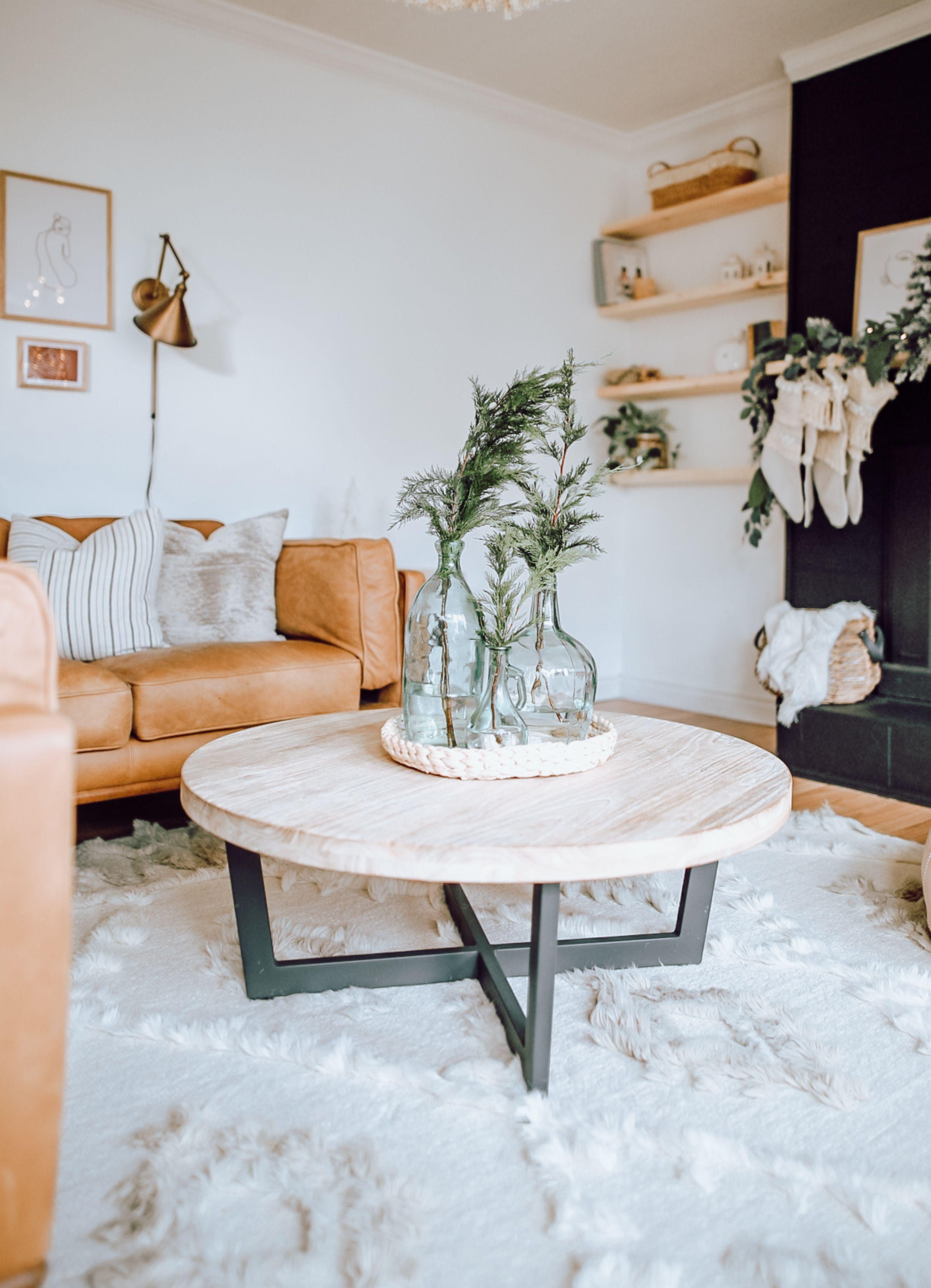 2019 Holiday Home Walk Through Jessica Sara Morris In 2020 Modern Farmhouse Coffee Table Modern Farmhouse Decor Farmhouse Bedroom Decor [ jpg ]