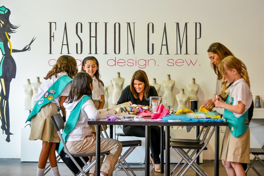 Based In The Heart Of The Garment District On Fashion Ave Fashion Camp Nyc Is The Only Fashion Program For Tweens And Teens That Includes A Unique Co Camp Style