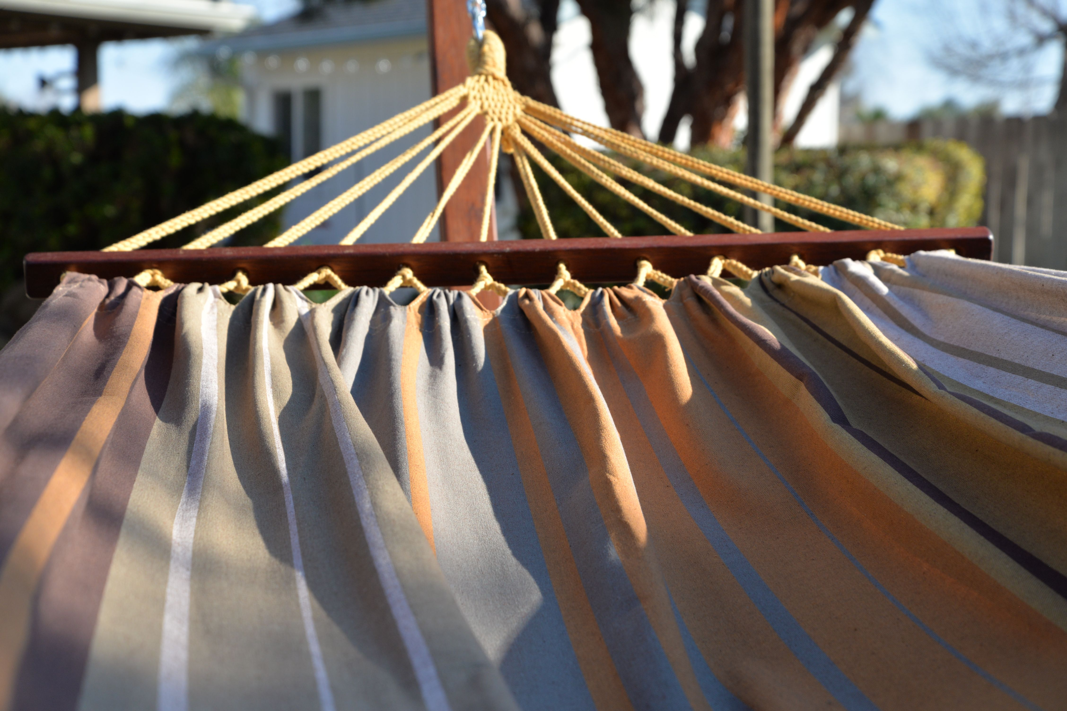 Handcrafted Polyester Ropes Provide The Combo With Weight Capacity Of 275 Lbs Patio Lawn Garden Hammocks Hammock Diy Hammock Backyard Hammock
