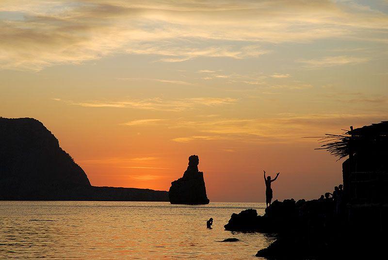 Benirràs, una de las puestas de sol más impresionantes de Ibiza