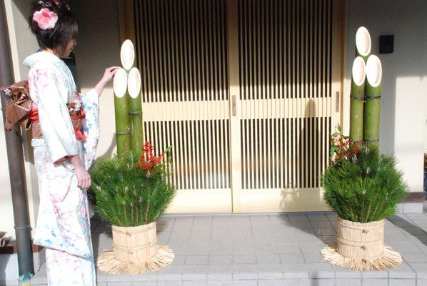 写真 門松 門松の飾り方!雄松雌松の左右の位置、玄関の飾る場所は?時期や由来は?