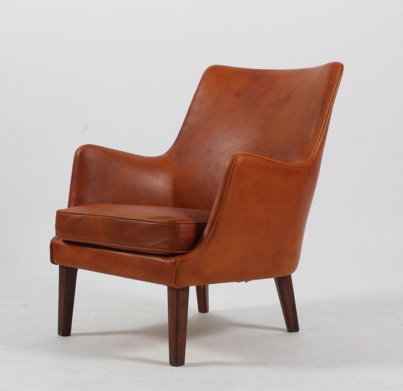 Populære Arne Vodder 1926 - 2009. Lænestol , betrukket med cognac-farvet DF-87