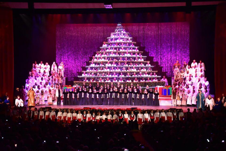 Singing Christmas Tree Portland.28 Portland Holiday Concerts To Enjoy This Season Portland