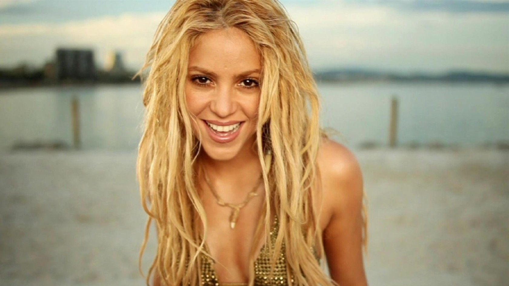 shakira mebarak (full name: shakira isabel mebarak ripoll) was born