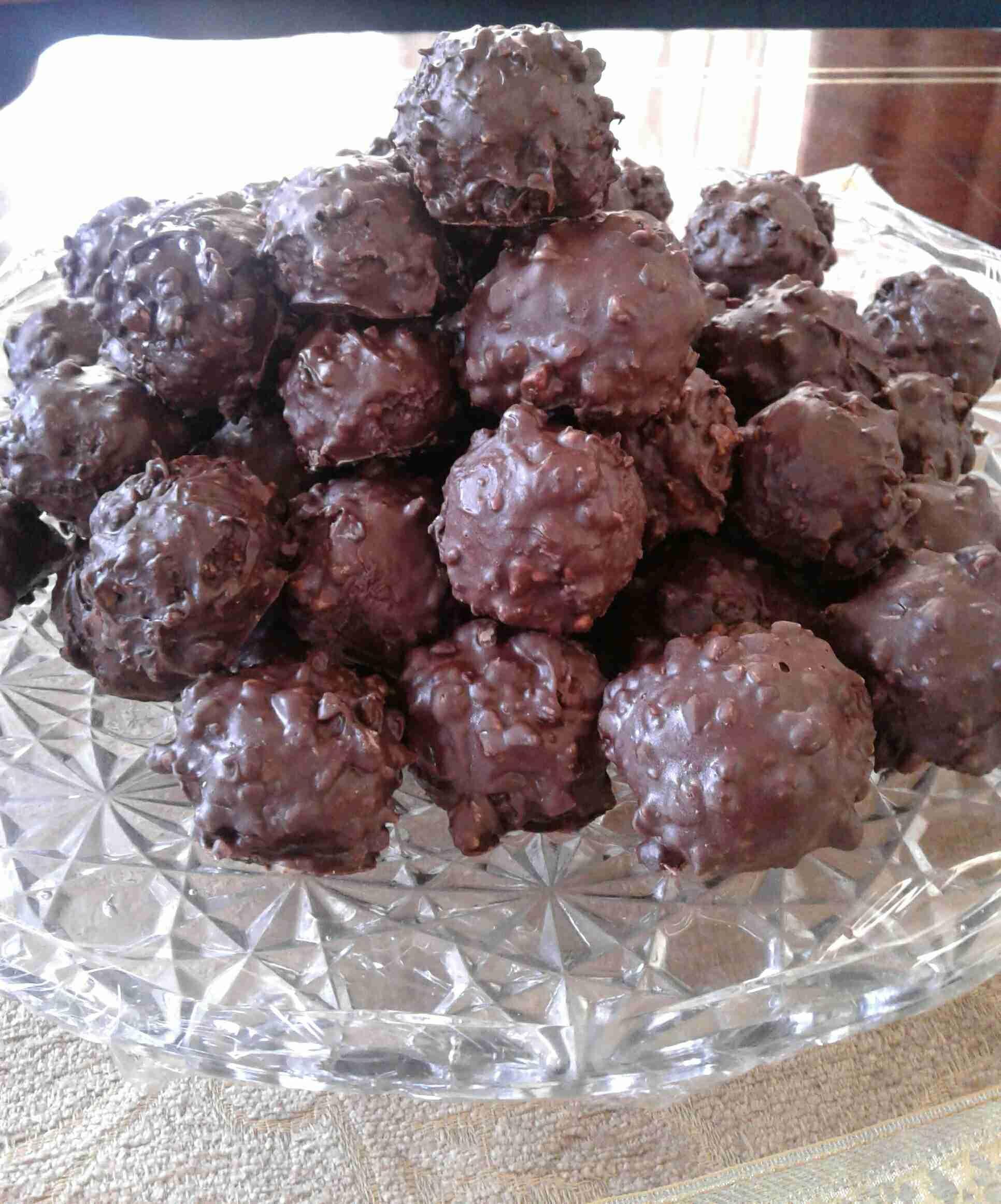 شوكولاته فيريرو روشيه المنزلية على طريقتي زاكي Recipe Middle Eastern Food Desserts Middle East Recipes Food