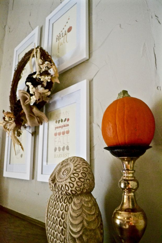 Fall mantel decor on funyumandfrills.com