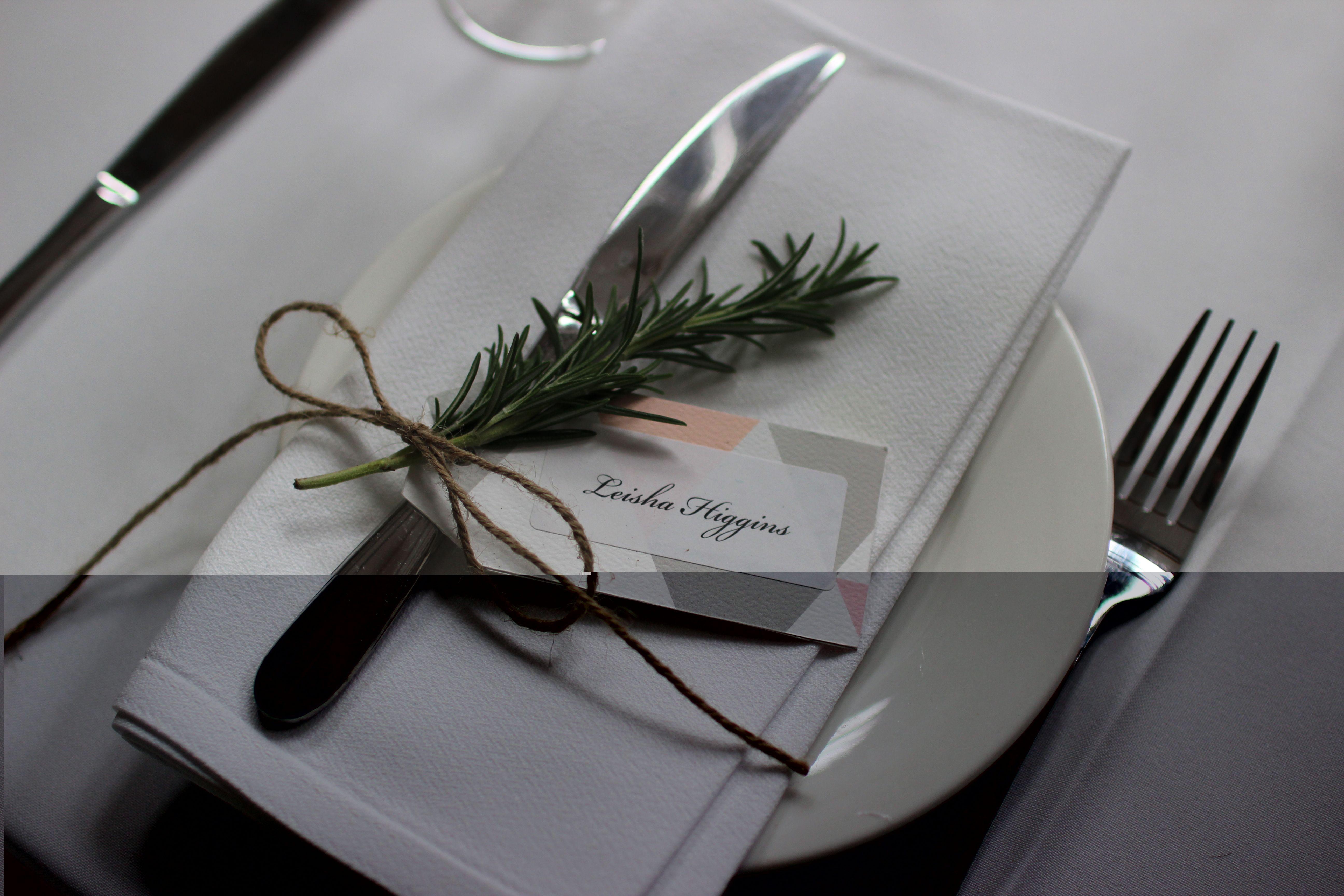 Rustic Wedding Name tags table setting | My Wedding | Pinterest ...