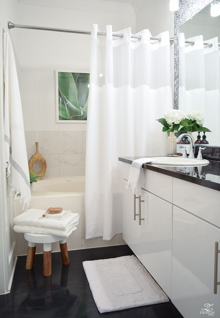 The Best Way To Fold A Bath Towel The Softest Hotel Bath Towels Zdesign At Home Hotel Bath Towels Hotel Shower Curtain White Shower Curtain