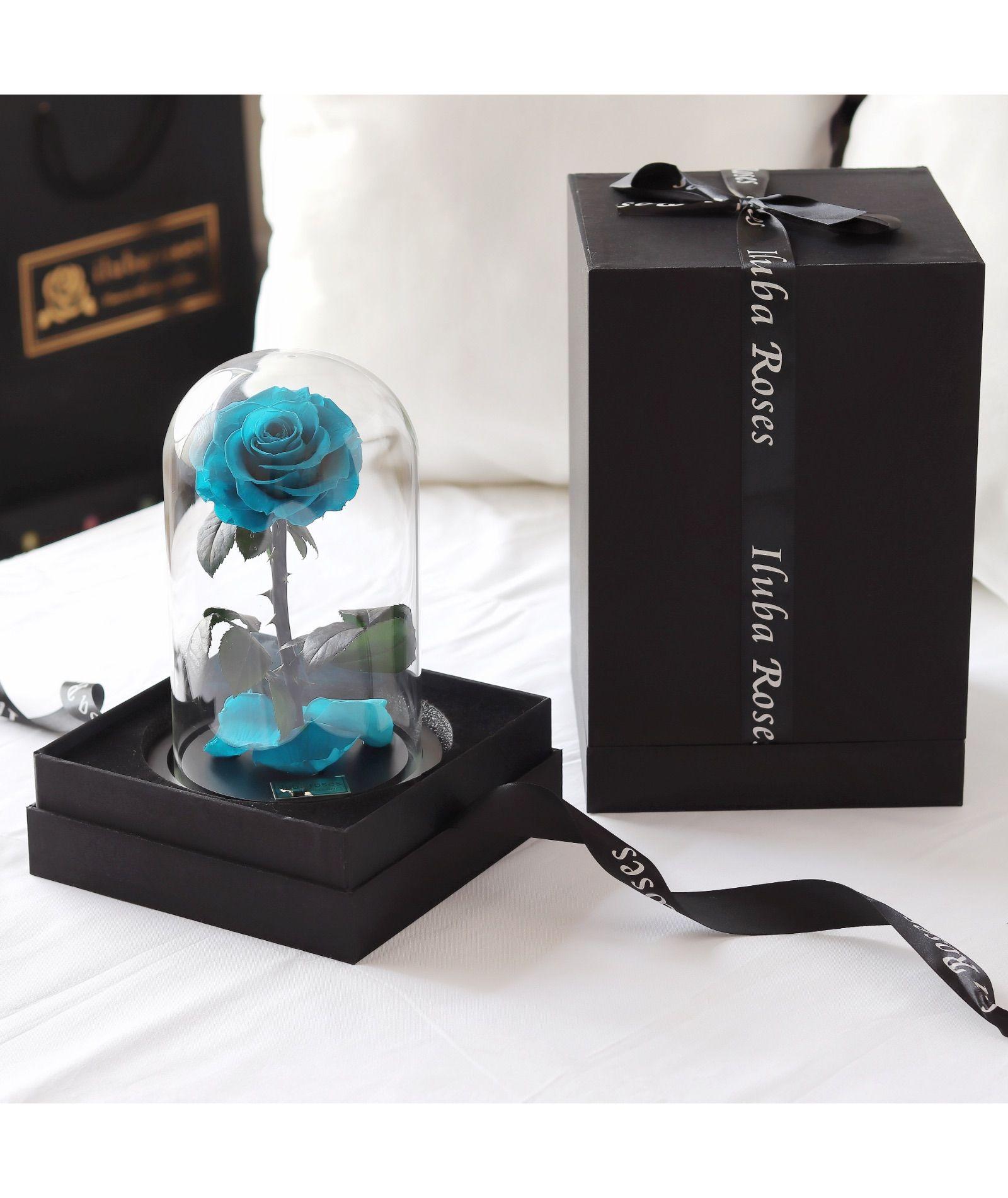 وردة ايلوبا روزز تيفاني داخل فازة زجاجية Perfume Bottles Beauty Perfume