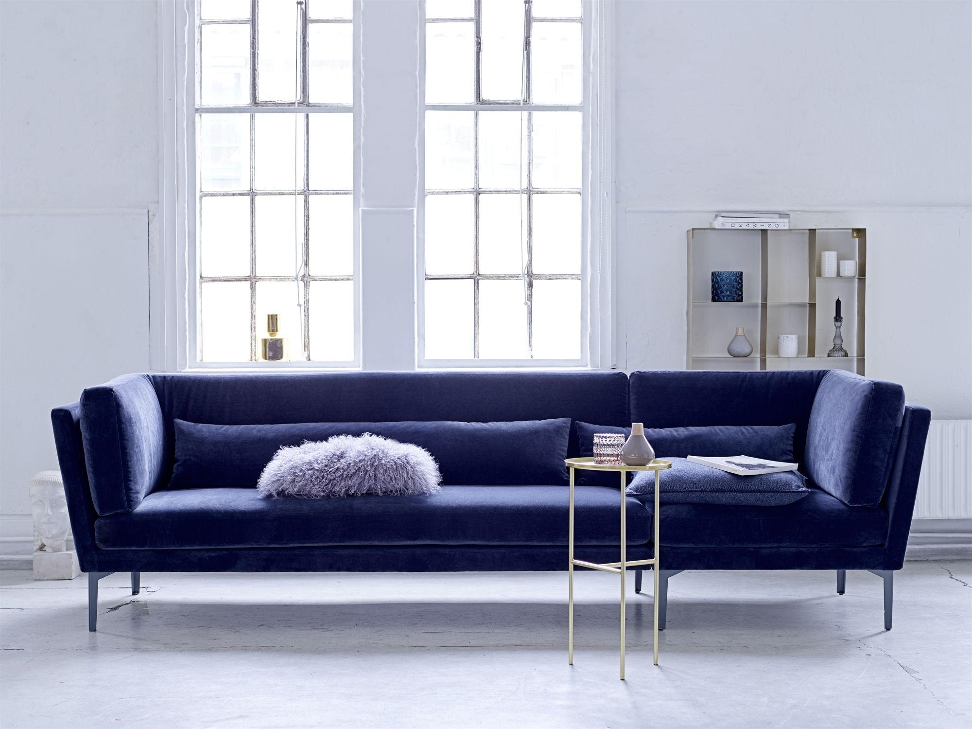 Blaues sofa kaminzimmer beine ferienwohnung schöne dinge zuhause dekoration 3 sitzer sessel