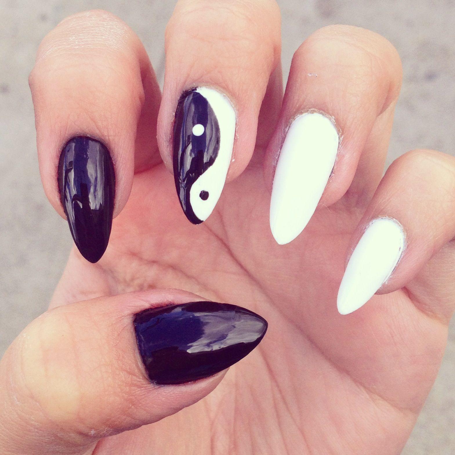 Black And White Nail Art Yin Yang