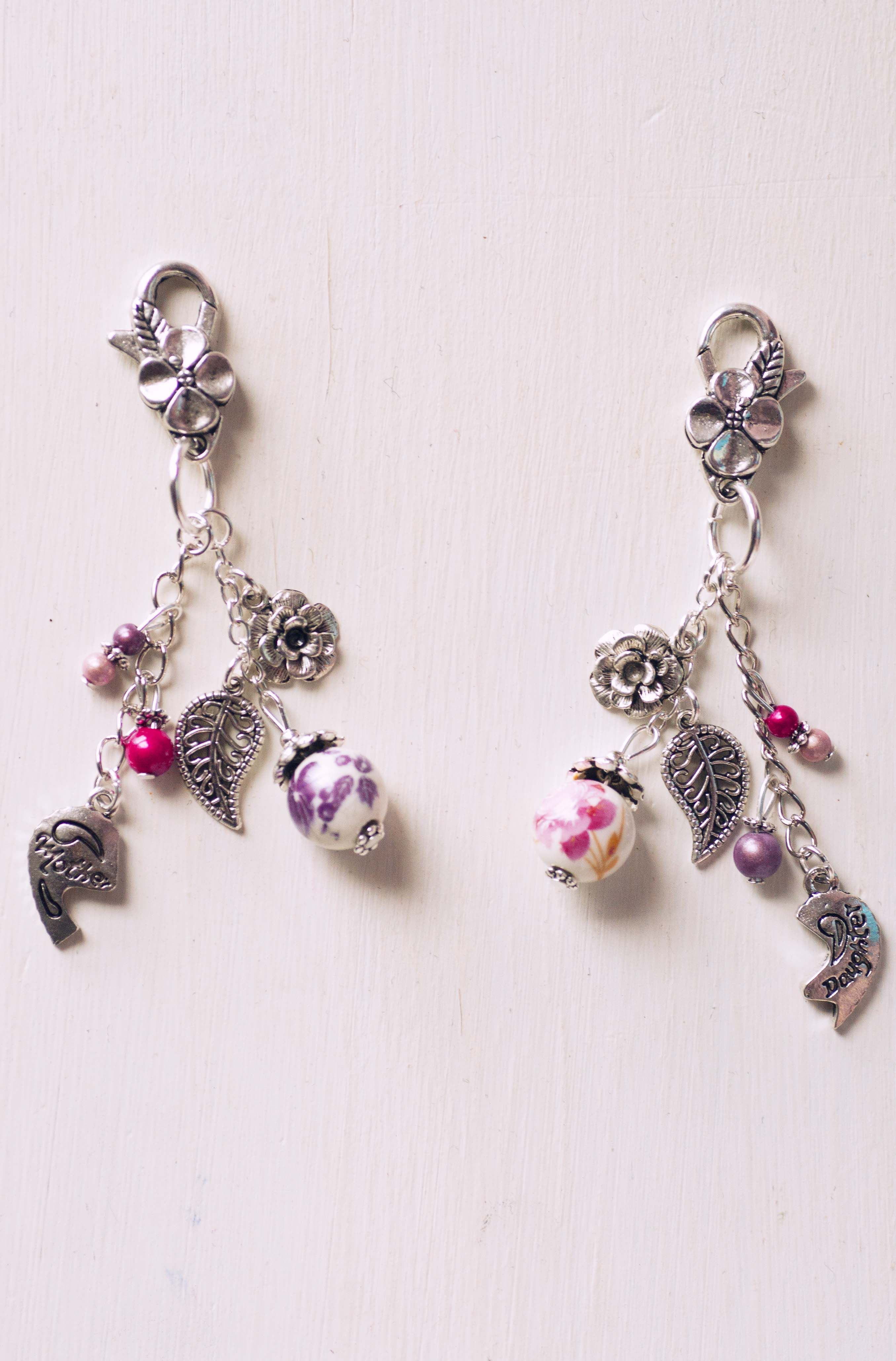 Duo de bijoux de sac / porte clés Fête des mères Mother/Daughter http://www.alittlemarket.com/autres-bijoux/fr_bijoux_de_sac_porte_cles_duo_fete_des_meres_-14361515.html