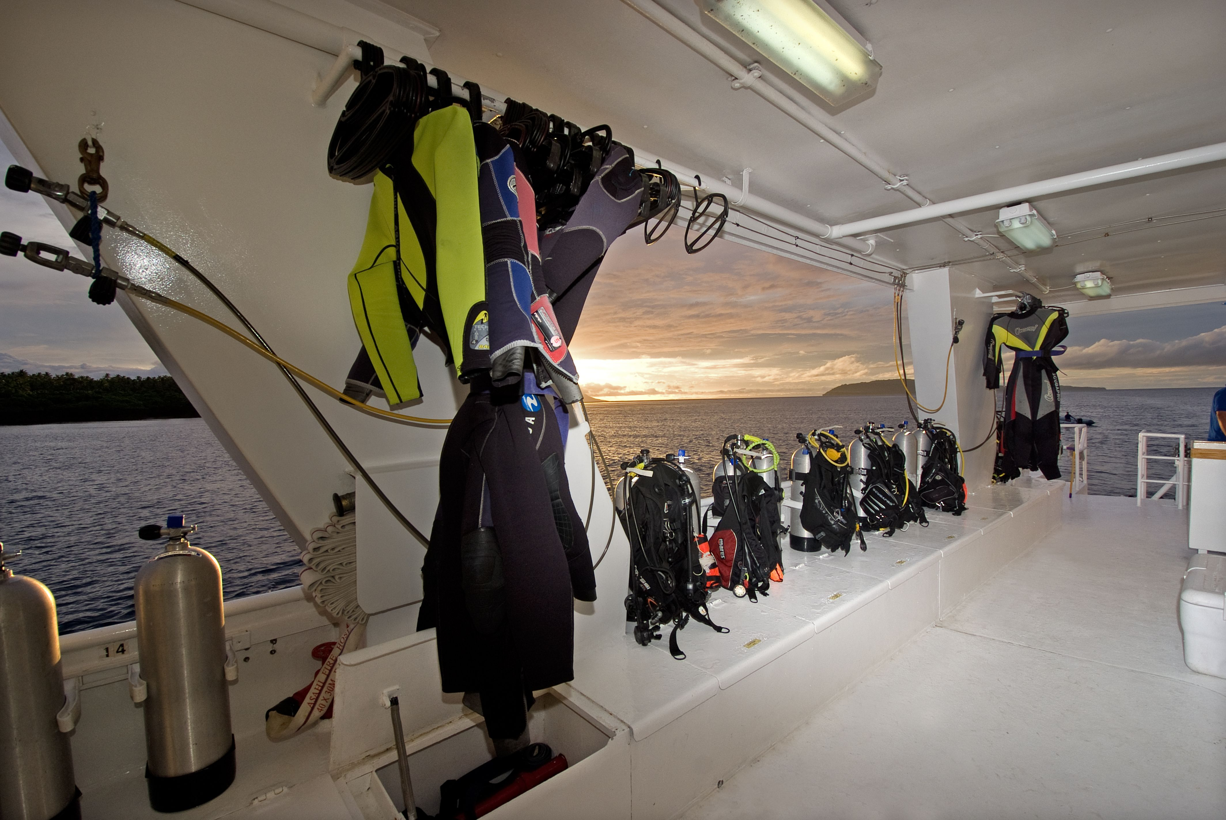 Our Spacious Dive Deck Allows You To Gear Up In Comfort A Roomy Three Tier Camera Table Is Available For Photographers Along With A Charging Station All Diver