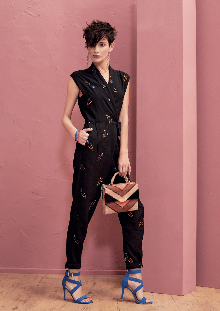 Schwarzer Jumpsuit mit Stickereien in 2018   KALA Fashion News ... f31e95f015