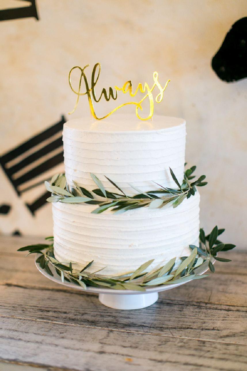 Traditionelle Gartenhochzeit mit LBJ Floral   – Cakes