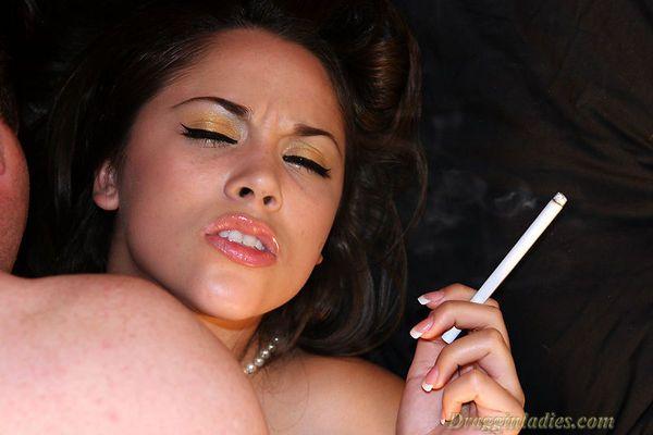 Draggin fetish lady smoking