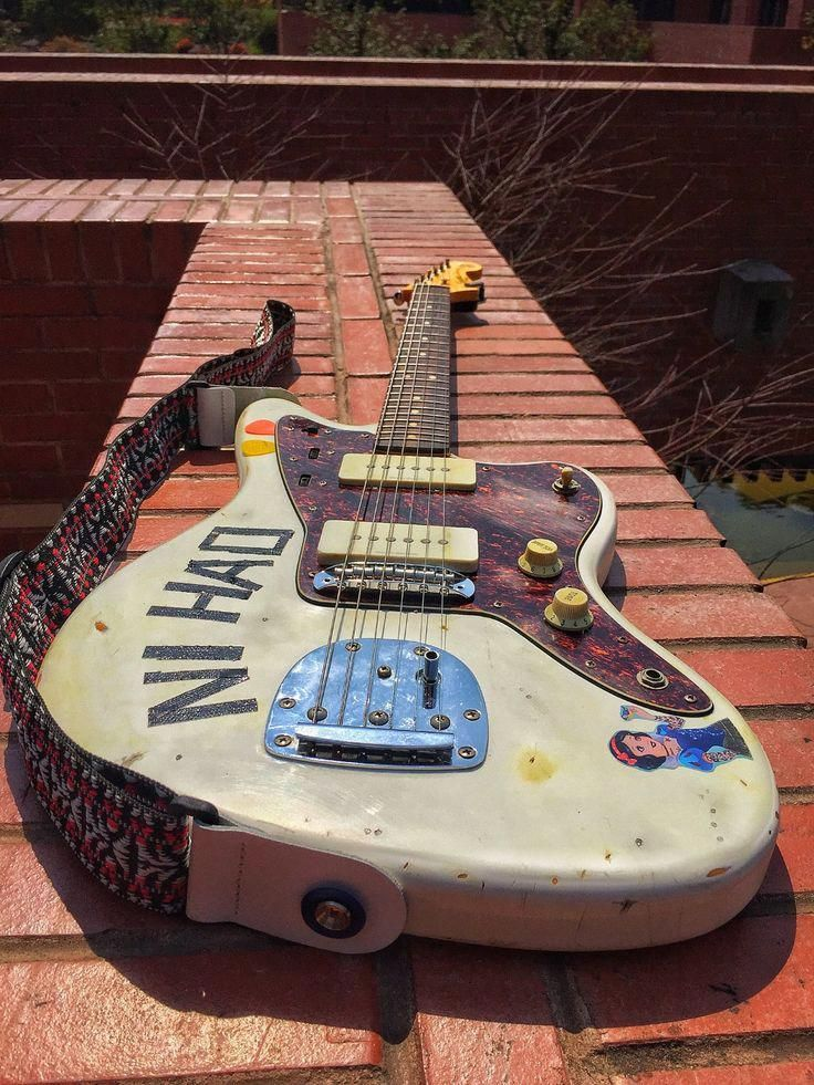 29 Fantastic Fender Guitar Eric Clapton Fender Guitar Electric Stratocaster Black #guitarshow #guitardaily #FenderGuitars #fenderguitars