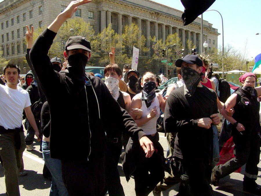 Black Bloc e o vitimismo da esquerda | #BlackBloc, #GabrielOPensador, #InstitutoLiberal, #Playboy, #RedeBandeirantes, #Viralizou