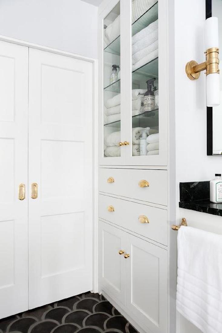 Creative Ways To Incorporate Built In Cabinetry Builtin Cabinetry Creative Einbauschrank Incorporate In 2020 Kleine Badezimmer Badezimmer Renovieren Badschrank