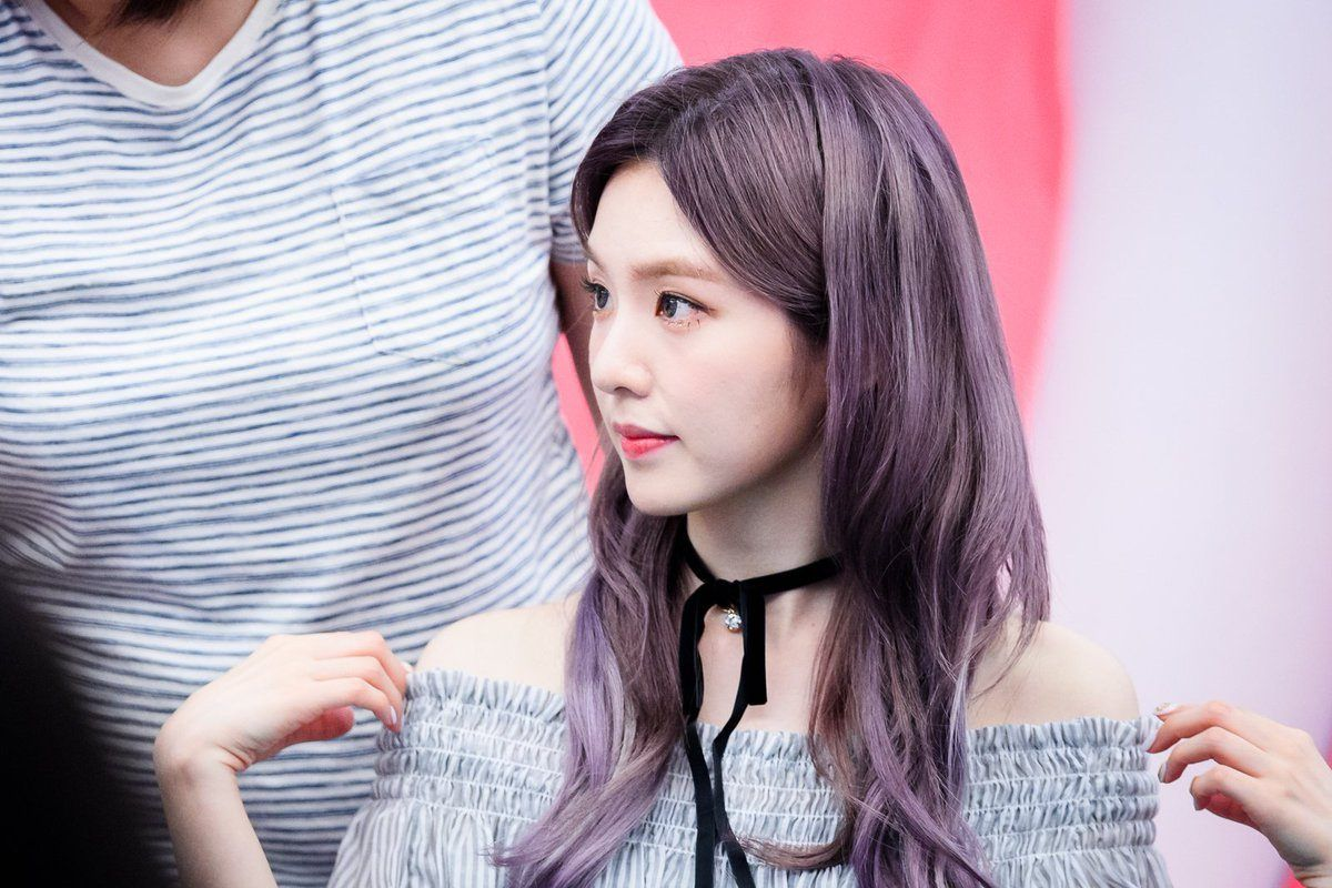 27 Photos Of Irene's Bare Shoulders That Are Too Sexy For