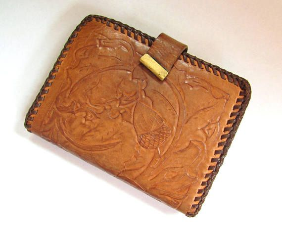 ff7a668bc912 Vintage Tooled Brown Leather Wallet with snap closure Acorn