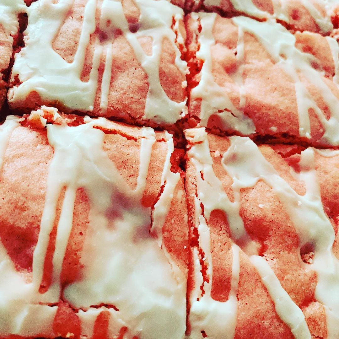 Strawberry Cheesecake Brownies 🙃 🤤 snackiecakez pork