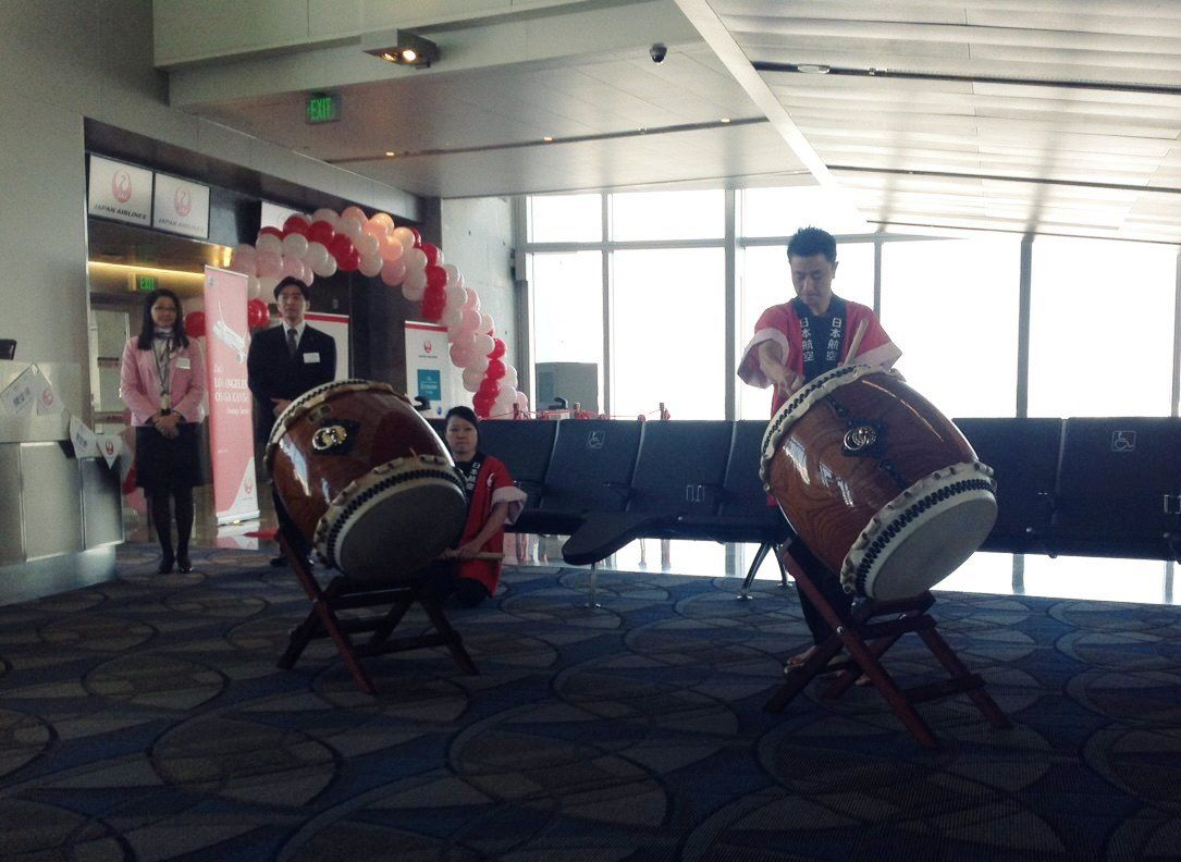 Live Taiko drummers entertained guests and passengers