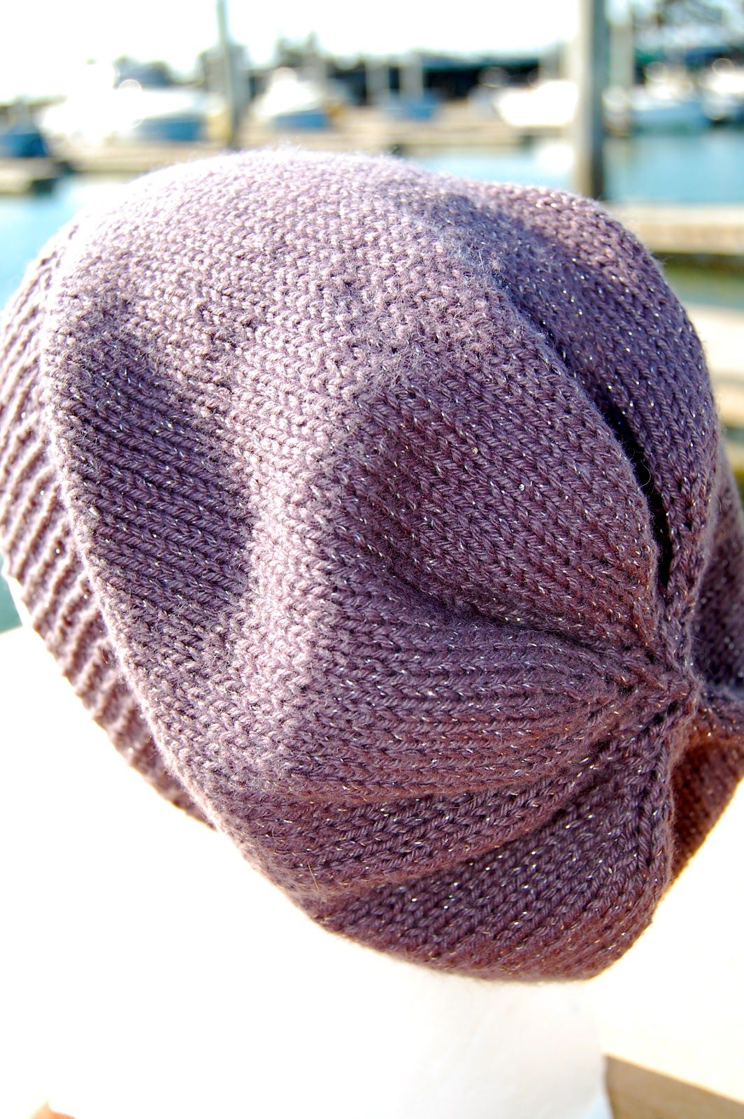 super simple slouchy beanie {free knitting pattern}, looks Downton ...