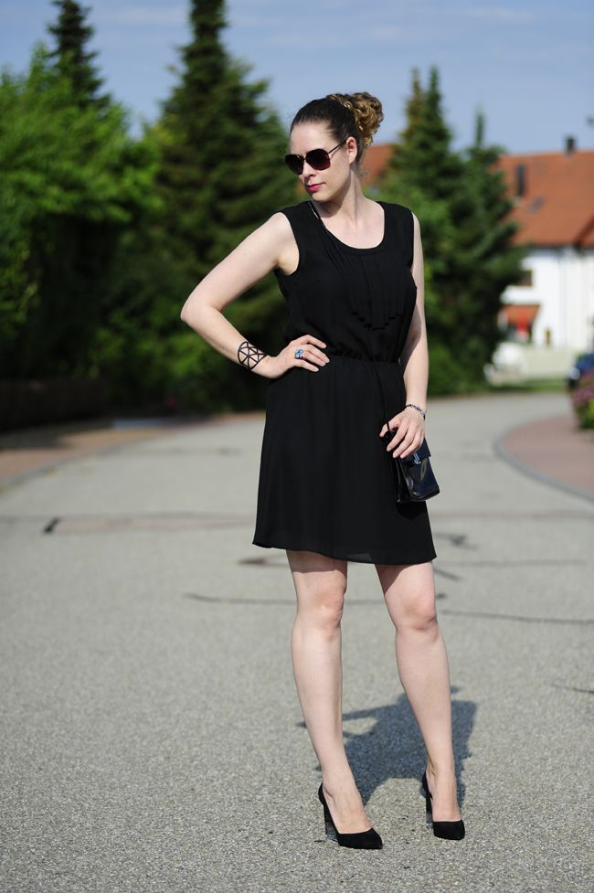 .: Simply Black :. #bershka #perspex #heels #nümph
