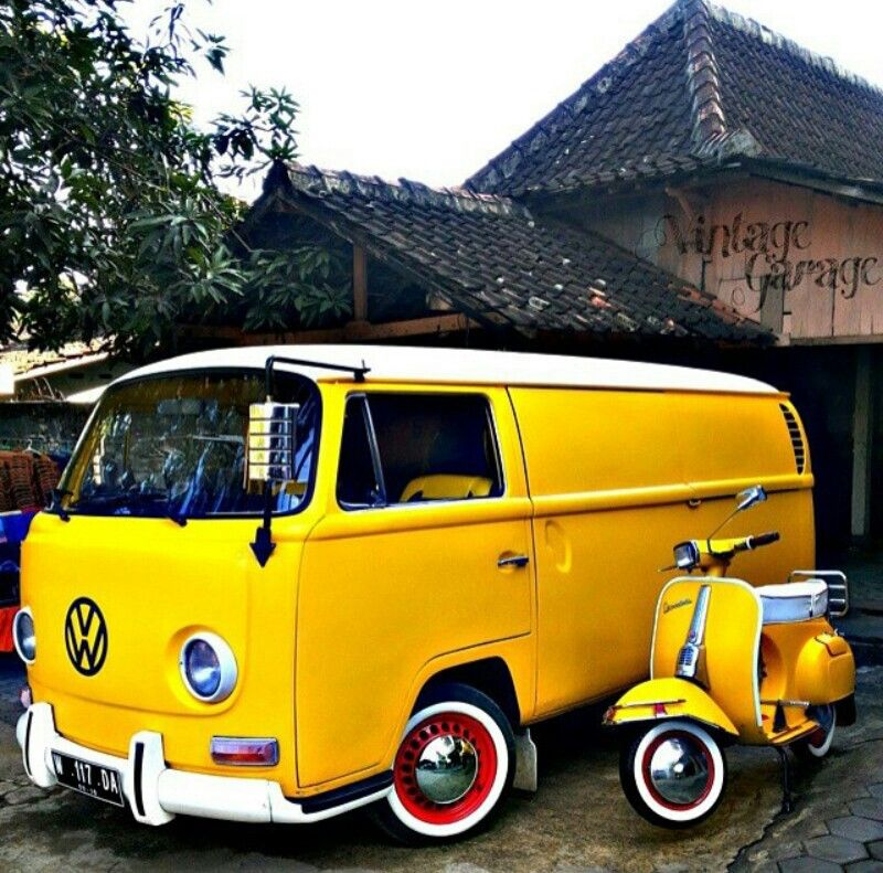 Matching #Volkswagen and #Vespa! #Fun #Classic #Cute