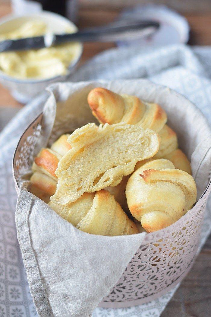 Breakfast Rolls - Fluffige Hörnchen & Pflaumen-Vanille-Marmelade #breadrecipessweet