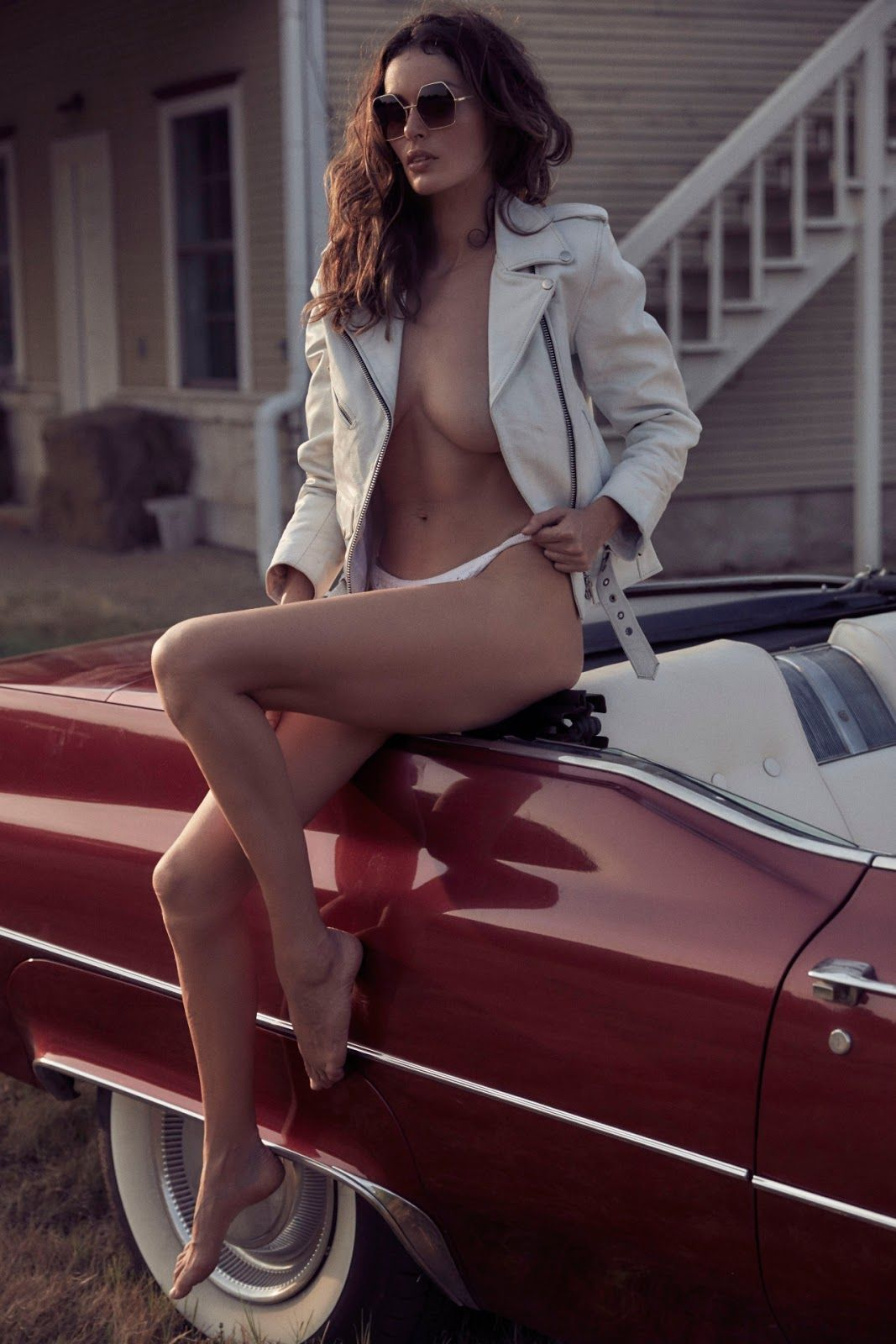 Matchless theme, Naked girls and classic cars