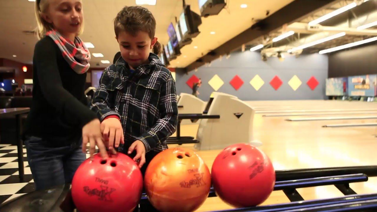 Pinheads Bowling In Fishers Kid Friendly Road Trips Indianapolis Childrens Museum Kids Attractions