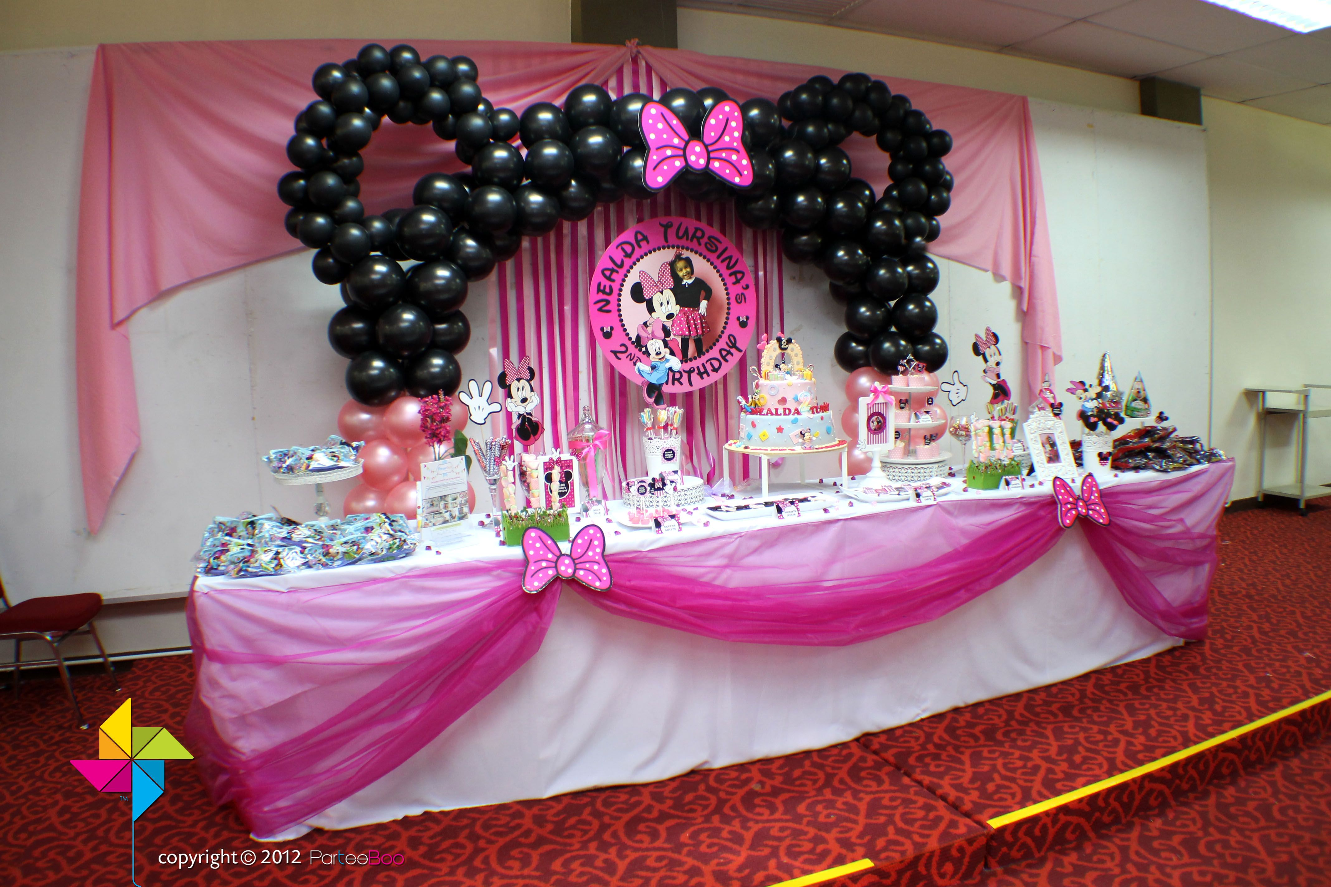 Backdrop And Dessert Candy Table For A Minnie Mouse Themed Birthday Party Design Setup By Parte Minnie Mouse Theme Party Minnie Party Girls Birthday Party