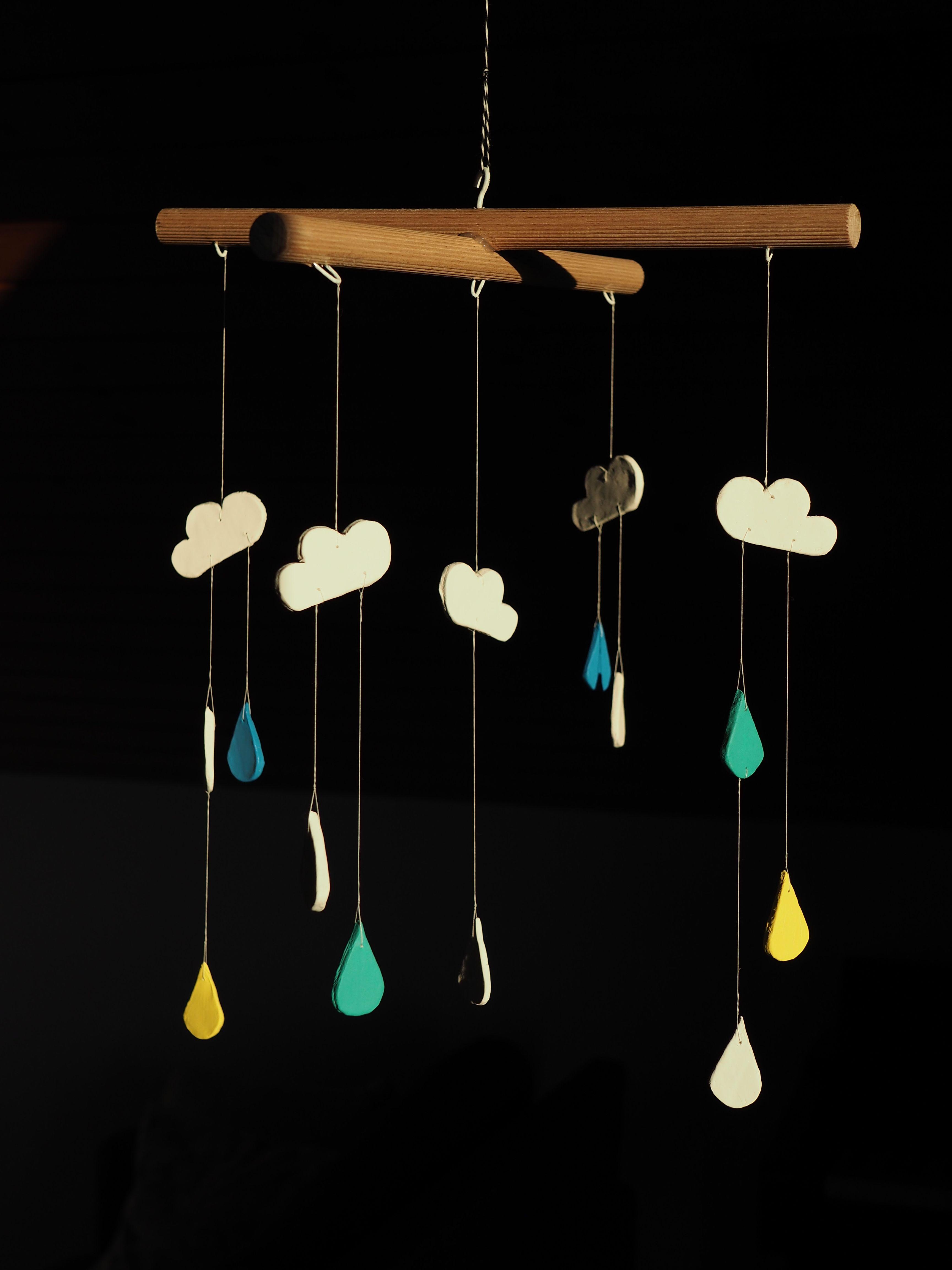 Mobile Bébé À Suspendre Au Plafond mobile pour chambre de bébé en céramique, nuages et gouttes
