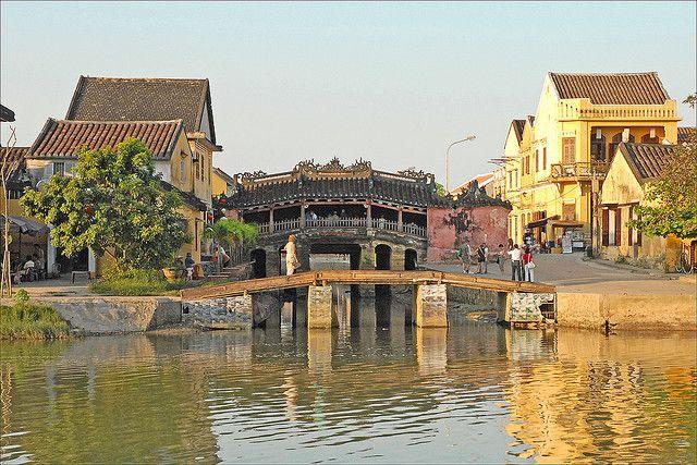Le pont-pagode japonais à Hoi An by dalbera, via Flickr