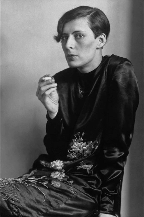 Studio portrait of a secretary, 1931, an hommage from the photographer August Sander to the painter and friend Otto Dix.
