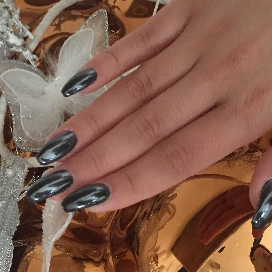 Modellage mit Glas Pigment auf schwarzem Hintergrund #Instagram ...
