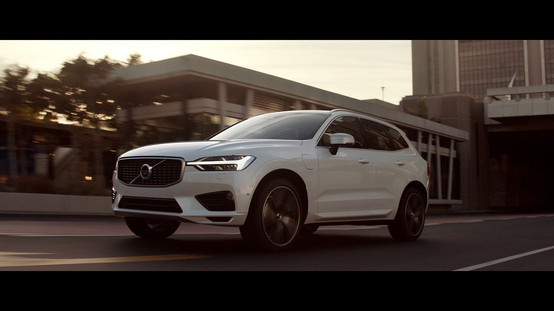Volvo Xc60 The New Volvo Xc60 One Of The Safest Cars Ever Made Is Fully Loaded With New Technology Steer Assist Has Bee Volvo Xc60 Volvo Cars City Safety