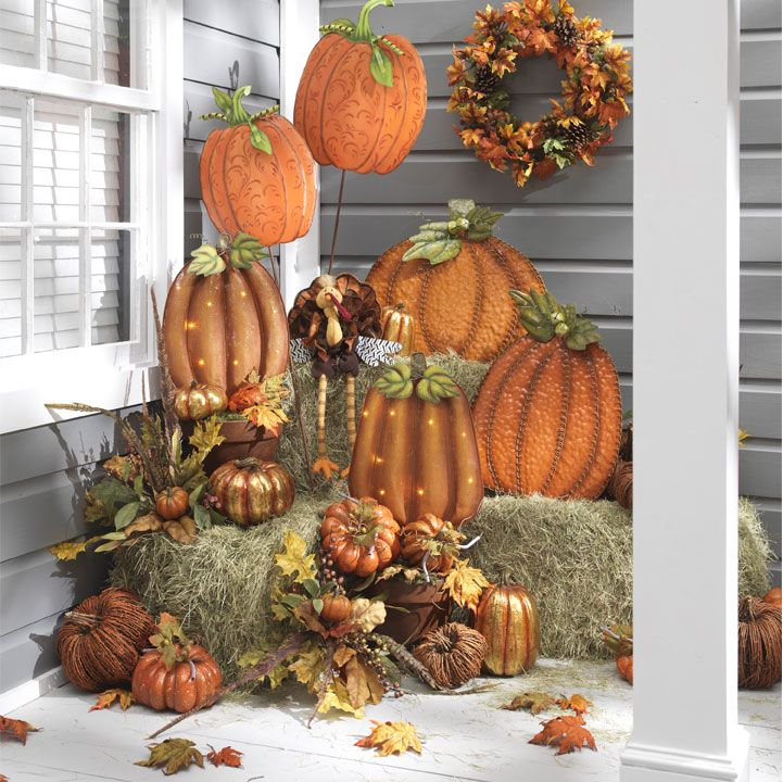Fall / Thanksgiving porch / outdoor decor. Totally love the hay bales! Gotta do this this year!! & Fall / Thanksgiving porch / outdoor decor. Totally love the hay ...
