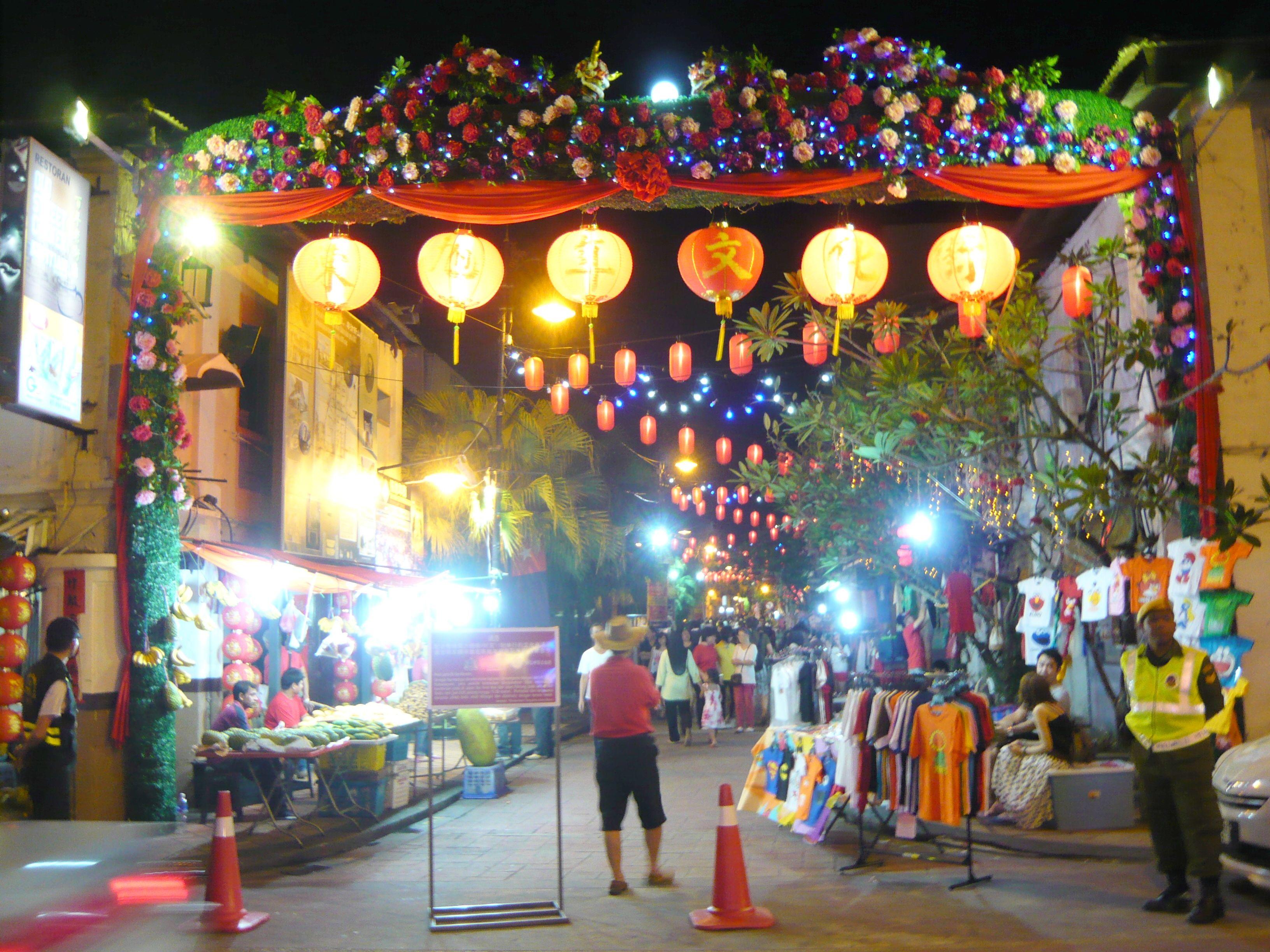 Night market china town johor bahru favorite places for Chinese furniture johor bahru