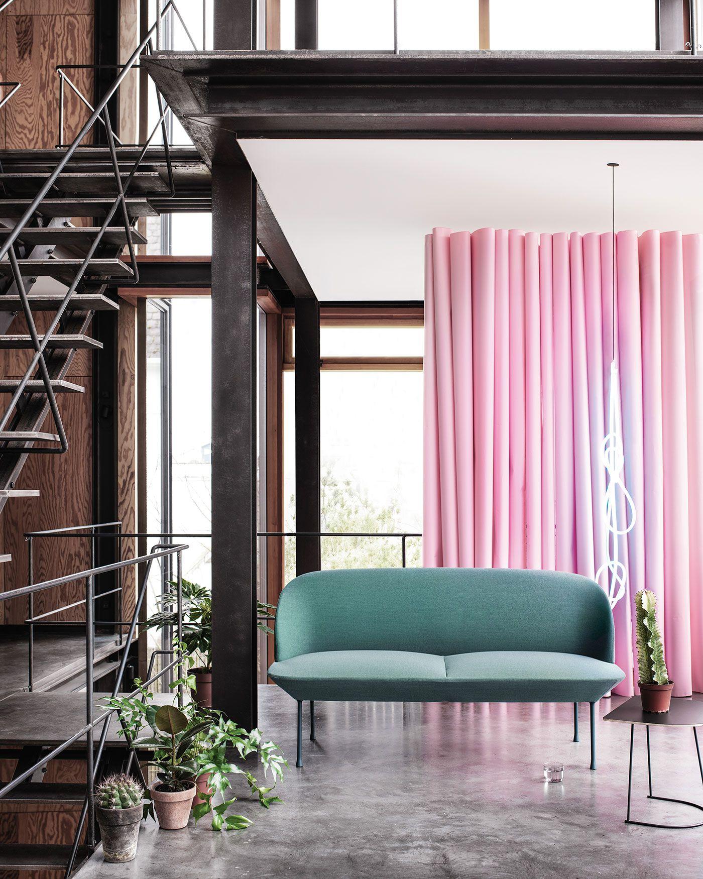 Scandinavian Modern Sofa Decor Inspiration From Muuto The Oslo Sofa Family Unites Geometric Lines With A Lig Med Billeder Ideer Boligindretning Boligindretning Mobeldesign