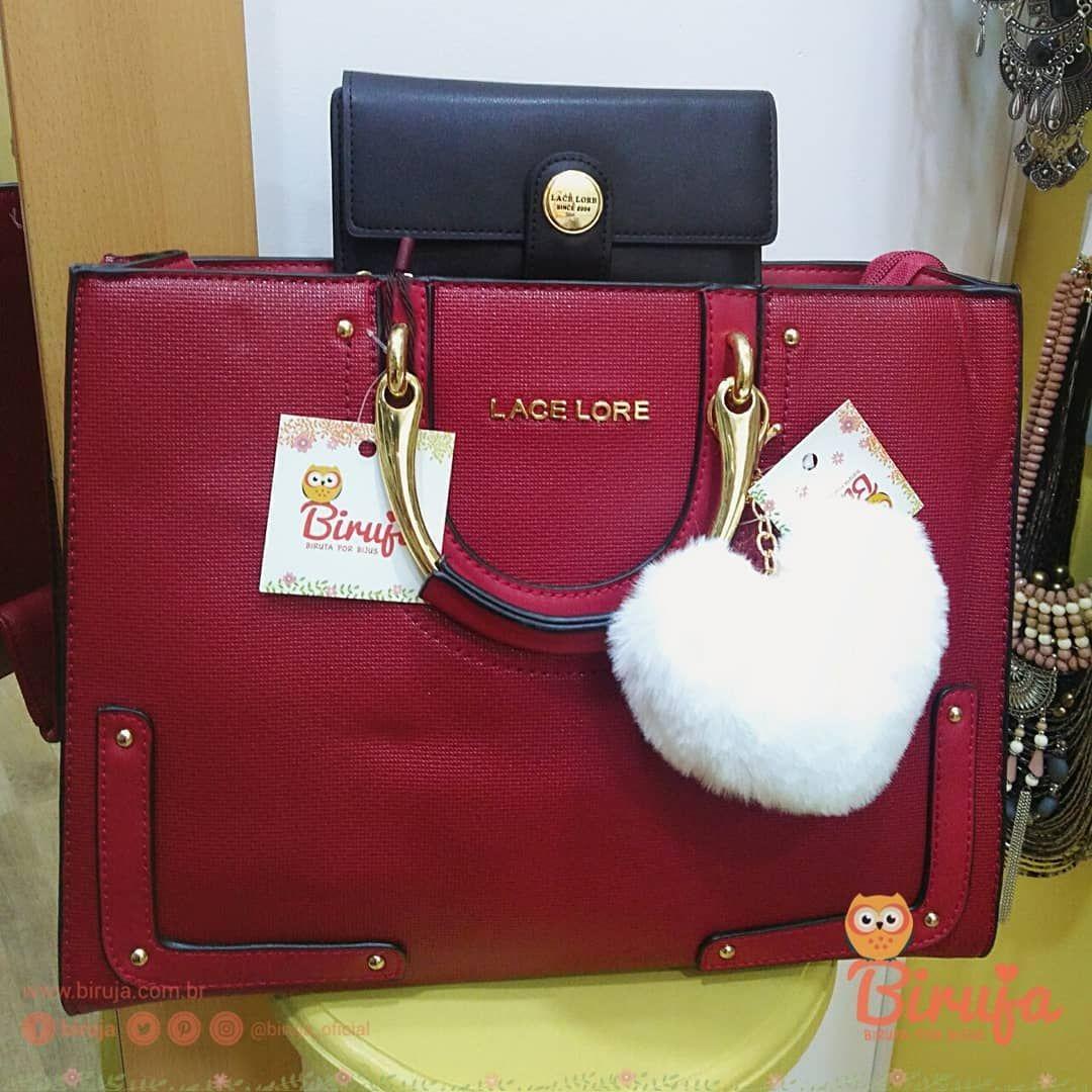 1300ed8dd31 O que dizer sobre essa bolsa 😱 Essa carteira  Só uma palavra define ...